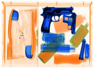 نمونه ای از تصویر چمدان زیر X-ray